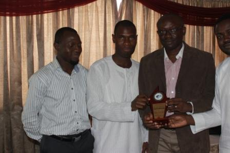 Simon Kolawole (2nd from right) receiving his plaque from Jarus, flanked by Sheriff Kolapo (l) and Sola Fagorusi (r)